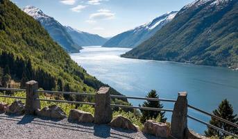 natursköna landskap i de norska fjordarna. foto