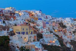 oia byn på natten, santorini foto