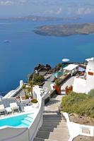 lyxig terrass på grekiska ön santorini foto