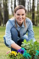 trädgårdsmästare med mynta foto