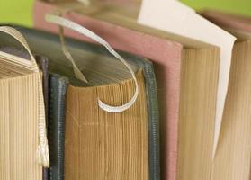 böcker på nära håll foto