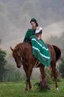 tjej som rider ridsklassikerklänningen foto