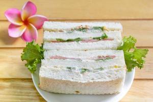 smörgås med skinka. foto