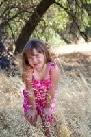 ung flickastående foto