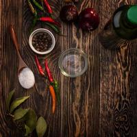 kryddor på bordet foto