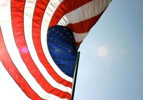 viftande amerikanska flaggan foto