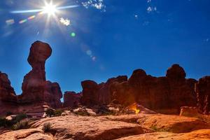 lins flare sun sandsten hoodoos arches national park moab utah foto