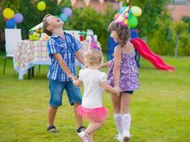 barn födelsedagsfest foto