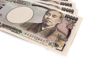 isolerade japanska bankpengar på vit skärm