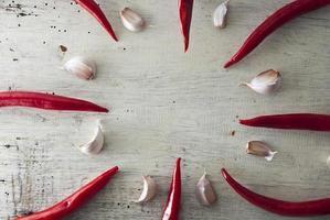 röd het chilipeppar och vitlök foto