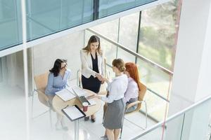 kvinnor i affärer foto