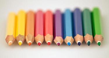 regnbågens färgpennor foto