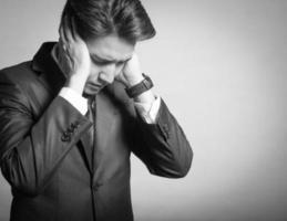 stressad ung affärsman