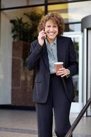 affärskvinna på språng! foto