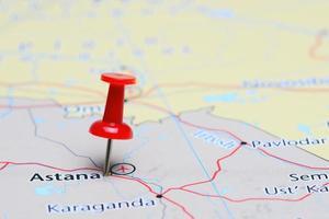 astana fästs på en karta över Asien foto