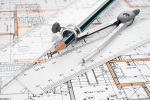 arkitektoniskt projekt, kompasser och linjaler foto