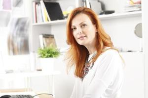 porträtt av modern affärskvinna