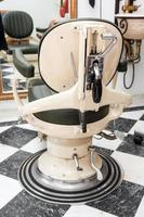 antik frisörstol foto