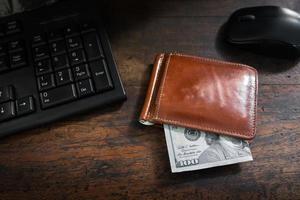 köp och handla online med kontanter foto