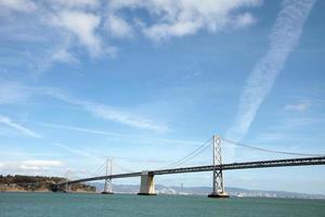 vikbrygga som förbinder Oakland och San Francisco foto