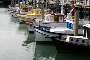 båtar på fiskarnas hamnplats i San Francisco, Kalifornien