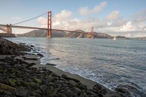 Golden Gate Bridge från Fort Point i San Francisco foto