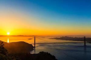 gyllene gate bridge san francisco sunrise california foto