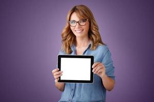 professionella kvinnor med digital tablet foto