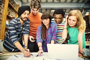 designer teamwork brainstorming planering interiör koncept foto