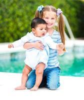 flicka och en pojke foto