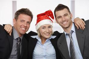 glada affärsmän vid jul foto