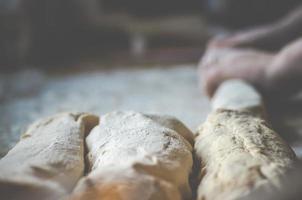 bakning av isländskt bröd foto