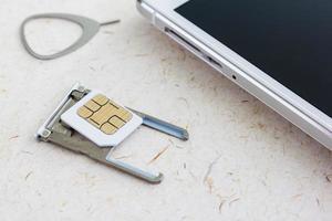 simkort med smartphone foto