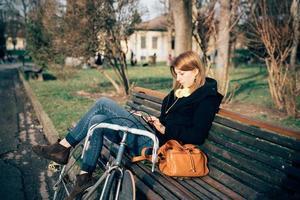 ung vacker hipster sportig blond kvinna