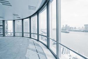 tomt kontorsrum i moderna kontorsbyggnader foto