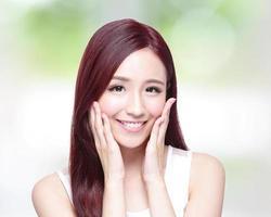 skönhet kvinna med charmiga leende foto