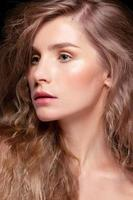 glamour porträtt av vacker kvinna modell foto