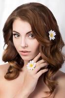 skönhet porträtt av ung kvinna foto