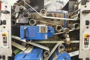 etiketter på etikettutskriftsmaskin foto