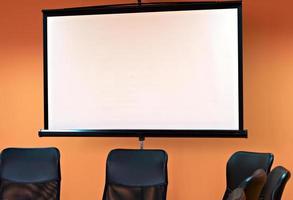 mötesrum med projektor foto