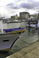 hamnen i Mola di Bari, i Puglia. foto