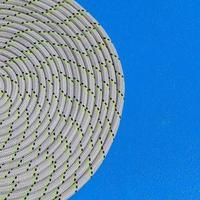 repet lindat i en spiral på segelbåt yacht detalj.