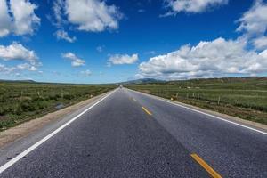 nybyggd motorväg foto