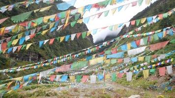 tibetanska bönflaggor (helig plats) foto