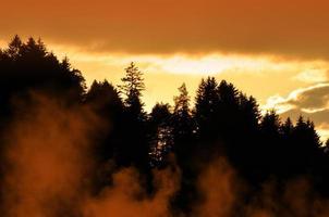 mystisk solnedgång i de bayerska alperna foto