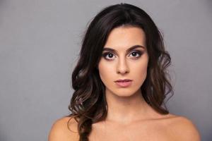 skönhet porträtt av attraktiv kvinna foto
