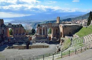 forntida ruiner på den sicilianska kusten foto