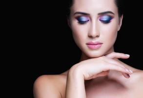 skönhet kvinna med perfekt makeup. vacker professionell semester foto
