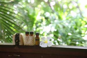 eteriska oljor för naturliga spa-behandlingar foto