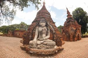 yadana hsemee pagodkomplex i myanmar. foto